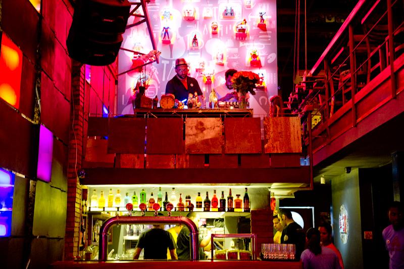 Road to brazil nightclub series lapa 40 graus rio de janeiro for Miroir night club rio de janeiro